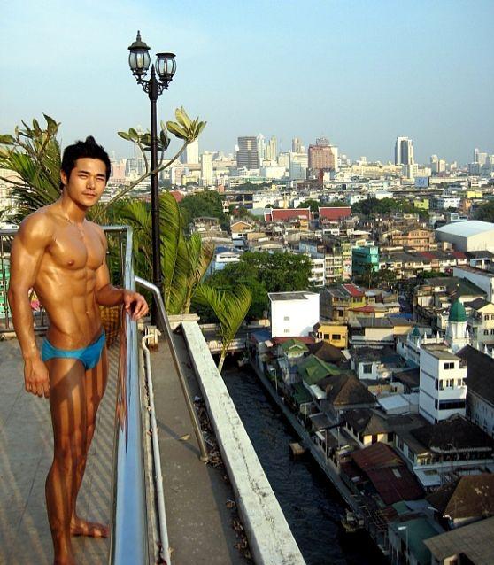เค้าคือใคร เห็นถ่ายที่ไทย หล่อ ล่ำมาก อยากรู้จิงๆ!!!! :