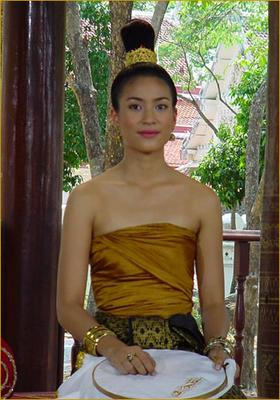 ถ้าดาราใส่ชุดไทยออกงานท่าจะสวยเนอะ