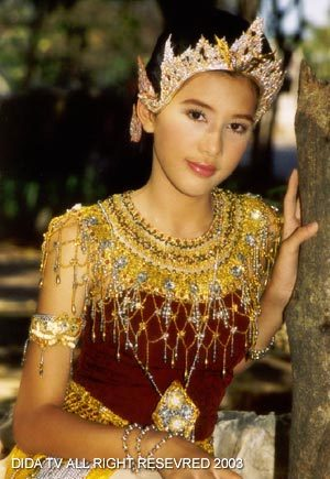 มาดูนักแสดงสาวสวย ละครพื้นบ้าน ว่าใครแต่งตัวชุดไทยในละครสวยที่สุด : บี-มาติกา จากเรื่อง พระสุธน-มโนราห์
