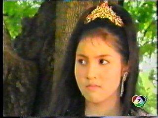 มาดูนักแสดงสาวสวย ละครพื้นบ้าน ว่าใครแต่งตัวชุดไทยในละครสวยที่สุด : ตวง-สาวิกา  จากเรื่อง มณีนพเก้า