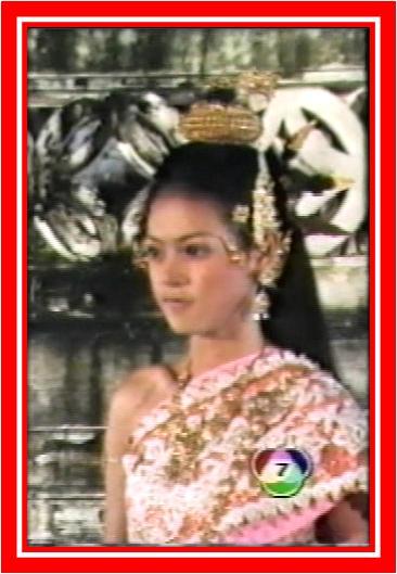 มาดูนักแสดงสาวสวย ละครพื้นบ้าน ว่าใครแต่งตัวชุดไทยในละครสวยที่สุด : เดียร์-ปริษา   จากเรื่อง เทพศิลป์อินทรจักร