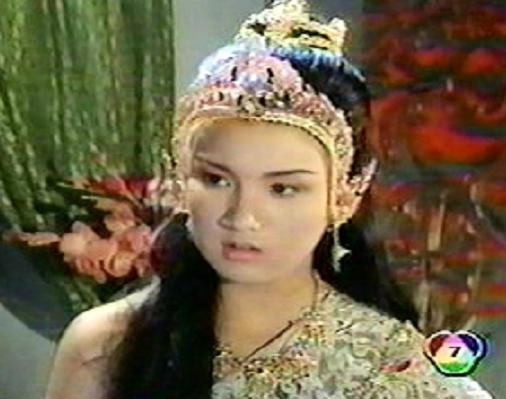 มาดูนักแสดงสาวสวย ละครพื้นบ้าน ว่าใครแต่งตัวชุดไทยในละครสวยที่สุด : น้ำทิพย์  เสียมทอง จากเรื่อง เกราะเพชรเจ็ดสี