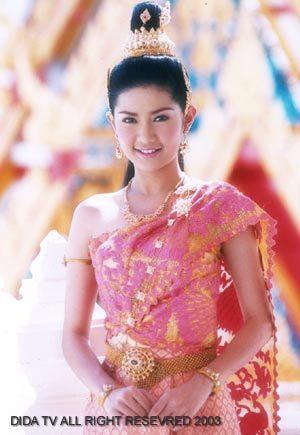 มาดูนักแสดงสาวสวย ละครพื้นบ้าน ว่าใครแต่งตัวชุดไทยในละครสวยที่สุด : อ้อม - ปถมาภรณ์  รัตนภักดี จากละคร เรื่อง เทพวฃสามฤดู ปี 2546