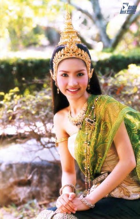 มาดูนักแสดงสาวสวย ละครพื้นบ้าน ว่าใครแต่งตัวชุดไทยในละครสวยที่สุด : อุ๊-ฐานมาศ   ขวัญหวาน  จากละครเรื่อง ยอพระกลิ่น