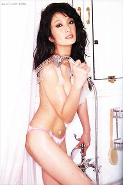 รวมบรรดาดารารุ่นใหญ่โชว์ความเซ็กซี่ในชุดว่ายน้ำ :