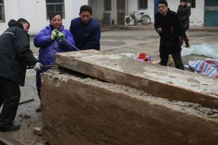มัมมี่จีน อายุกว่า 700 ปี สภาพสมบูรณ์