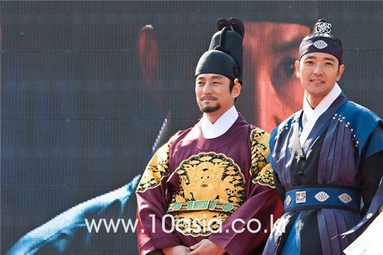 """รวมภาพความประทับใจกับ ซีรี่ย์เกาหลีเรื่อง""""ทงอี จอมนางคู่บัลลังก์"""""""