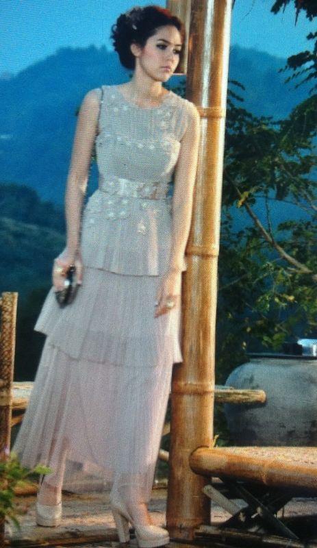 ชมพู่ อารยา กับแฟชั่นเสื้อผ้าสวยๆให้คุณเลือกใส่กัน :