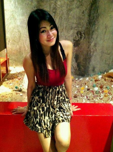 สาวสวยน่ารัก จาก Facebook : พี่ฝน ><