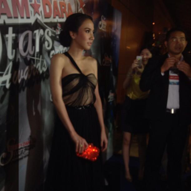 """""""อั้ม พัชราภา""""สวยเริ่ดเจิดจรัส@SIAMDARA STARS AWARDS 2012! :"""