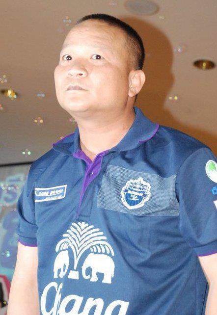 ดารากับเสื้อฟุตบอลบุรีรัมย์ :