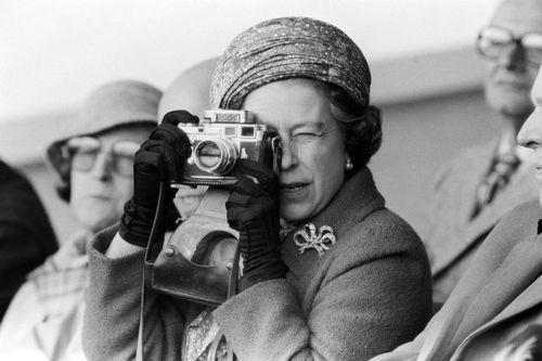 คนดังกับกล้องถ่ายรูป :
