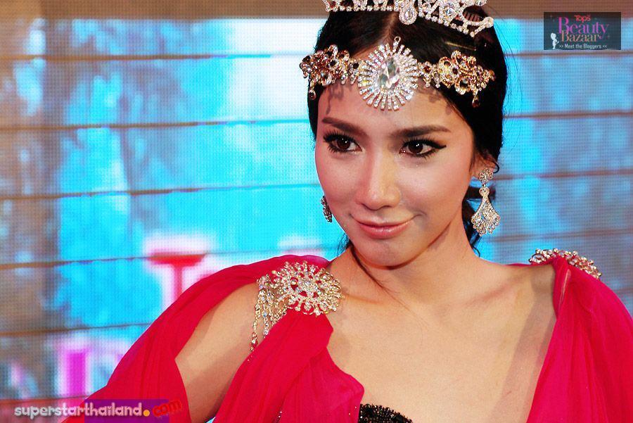 """""""อั้ม พัชราภา""""งดงาม @ Tops Beauty Bazaar !!!"""