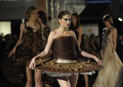แฟชั่นโชว์ช็อคโกแลต แนบเนื้อ