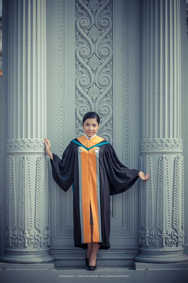 นิสิตนักศึกษาในชุดครุย : มหาวิทยาลัยราชพฤกษ์