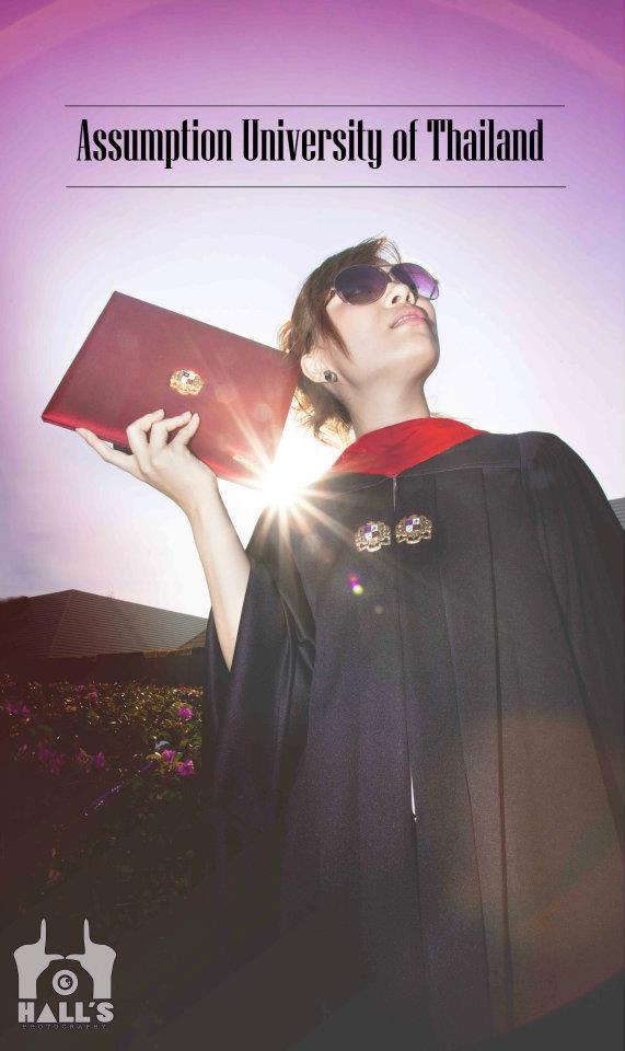 นิสิตนักศึกษาในชุดครุย : มหาวิทยาลัยอัสสัมชัญ