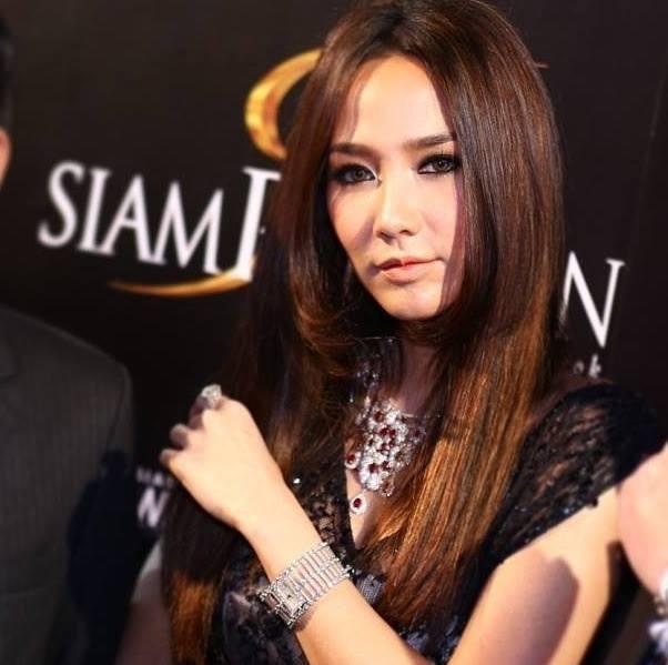 สาวอั้ม สวยไม่สร่าง! :