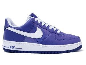 รองเท้า NiKe :
