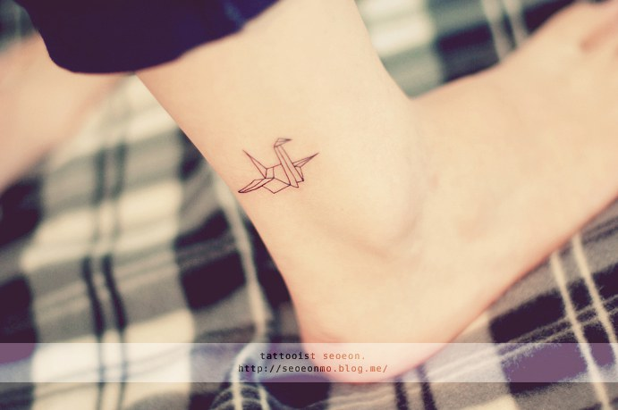 minimalistic-feminine-discreet-tattoo-seoeon-31