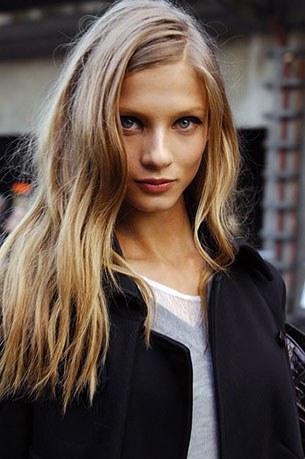 ทรงผมสั้นลอนยาว Anna Selezneva